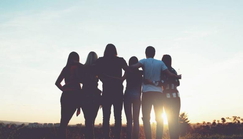 fotobehang-met-een-groep-vrienden